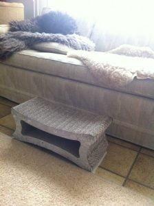 opstapje-oudere-kat-zoolove-zooplus-karton-krabmeubels-kattenherplaatsing