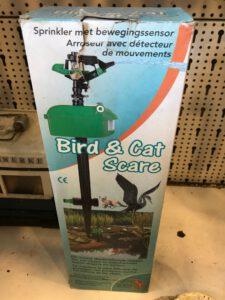 kattenvoorlichting-tuin-tips-tegen-katten-sproeier-bewegingssensor (2)